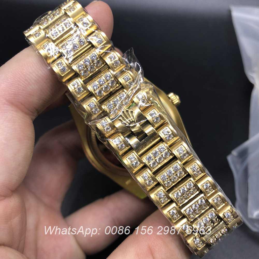 R097MH68, DayDate Rolex diamonds Gold/black