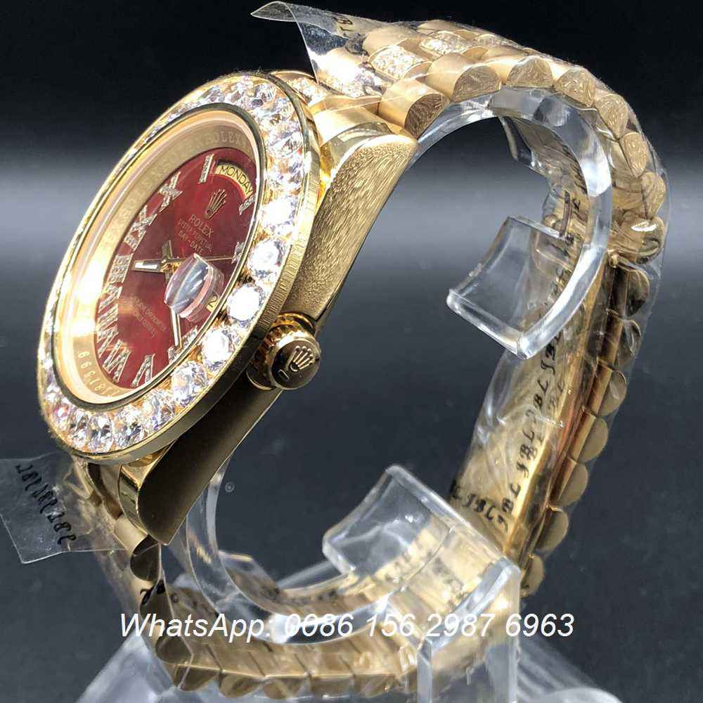 R045MH100, Rolex DayDate 43mm Gold/red diamonds in middle strap