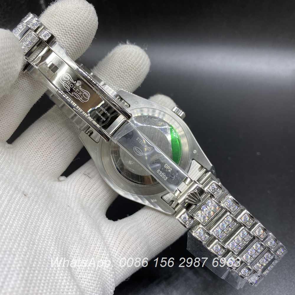 R185M215, DayDate diamonds silver case 41mm black face president strap