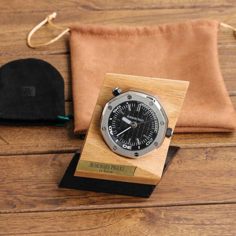 AP desk clock silver case black dial battery movement 65x26cm XD105