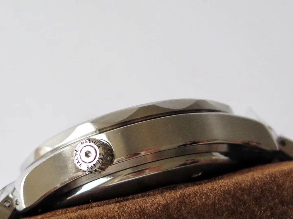 Omega Seamaster 41.5mm Swiss grade 7753 movement black dial yellow seconds M130