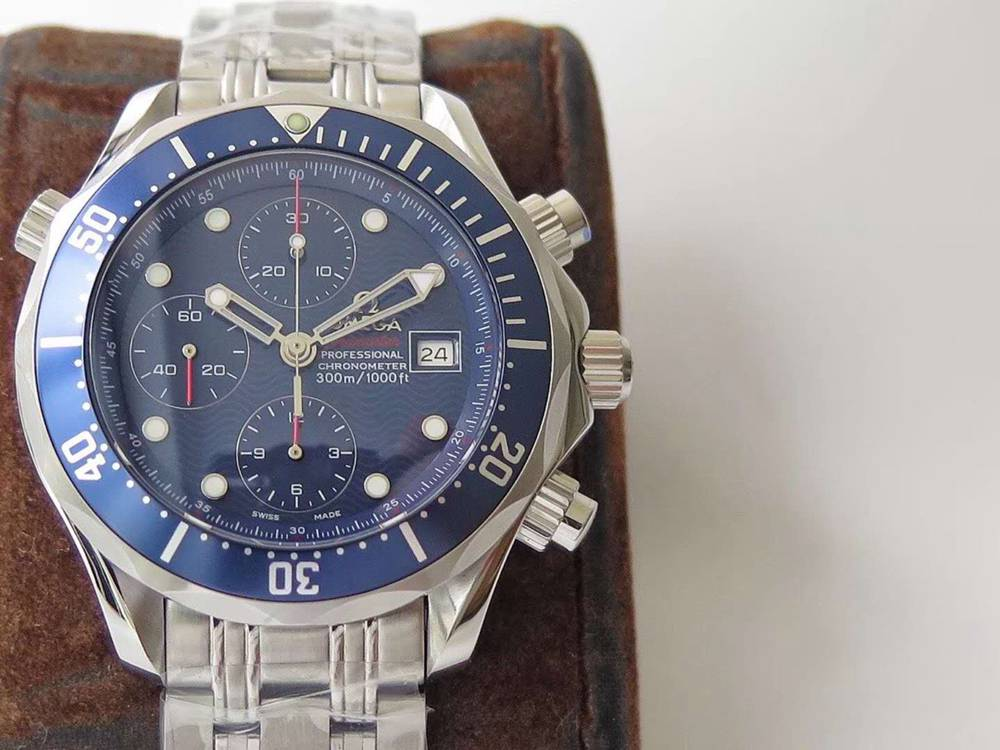 Omega Seamaster chronograph 7753 movement 41.5mm 316L stainless steel case blue dial M130