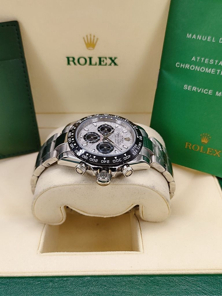 Daytona Meteorite face silver case 40mm black bezel all sub-dials work but no chronograph S022